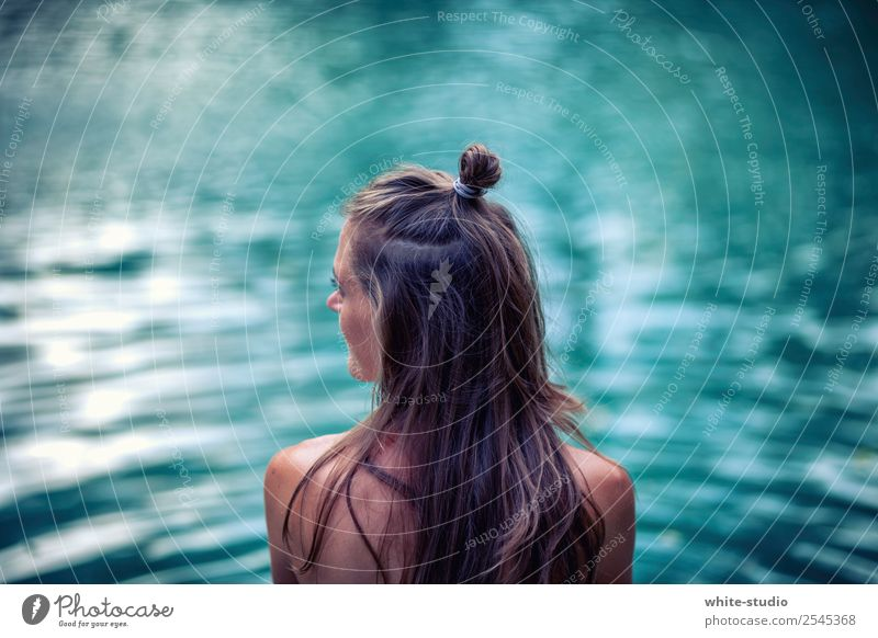 Woman Human being Youth (Young adults) Naked Summer Water Ocean Relaxation Calm 18 - 30 years Adults Life Swimming & Bathing Contentment Waves Island