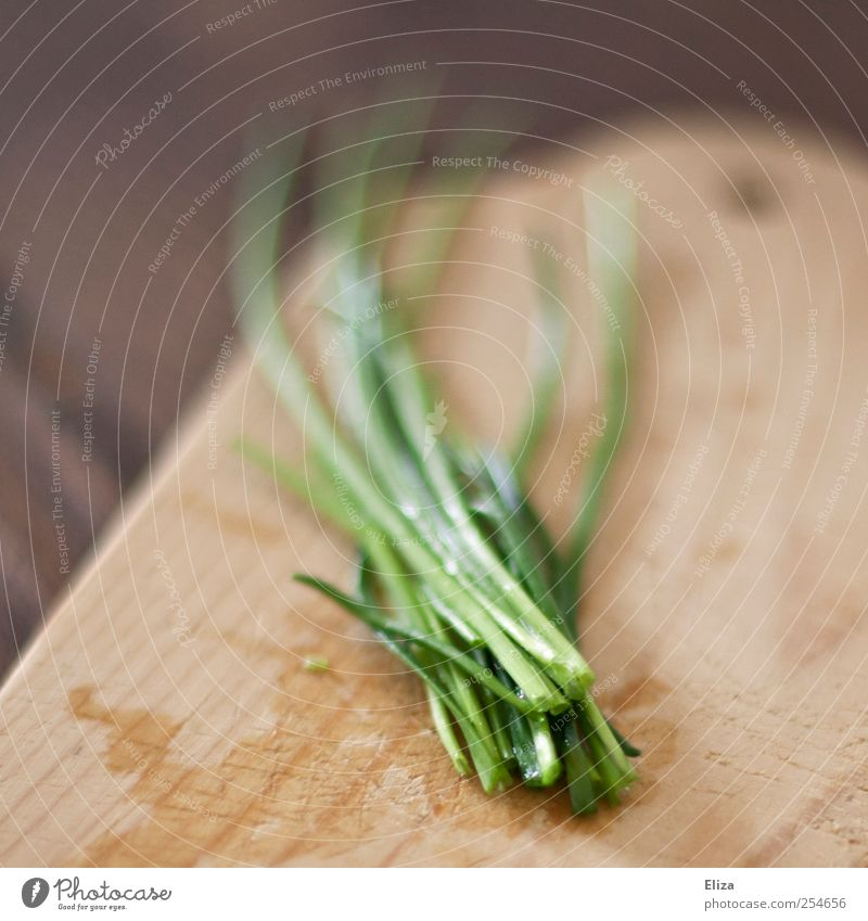 chives Herbs and spices Chopping board Wooden board Fresh Cooking Kitchen Healthy Vegetarian diet Vegan diet Green Drops of water Chives Sustainability