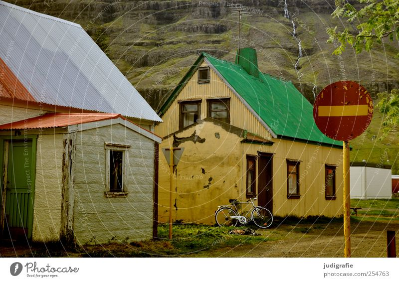 Green House (Residential Structure) Street Wall (building) Wall (barrier) Building Signs and labeling Living or residing Manmade structures Village Iceland