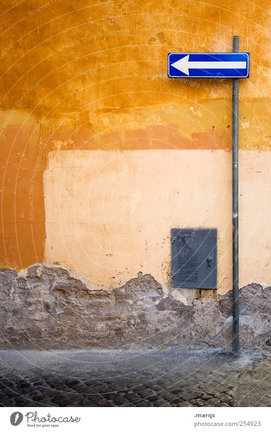 Old Colour Wall (building) Lanes & trails Wall (barrier) Orange Signs and labeling Italy Arrow Traffic infrastructure Rome Alley Orientation Road sign