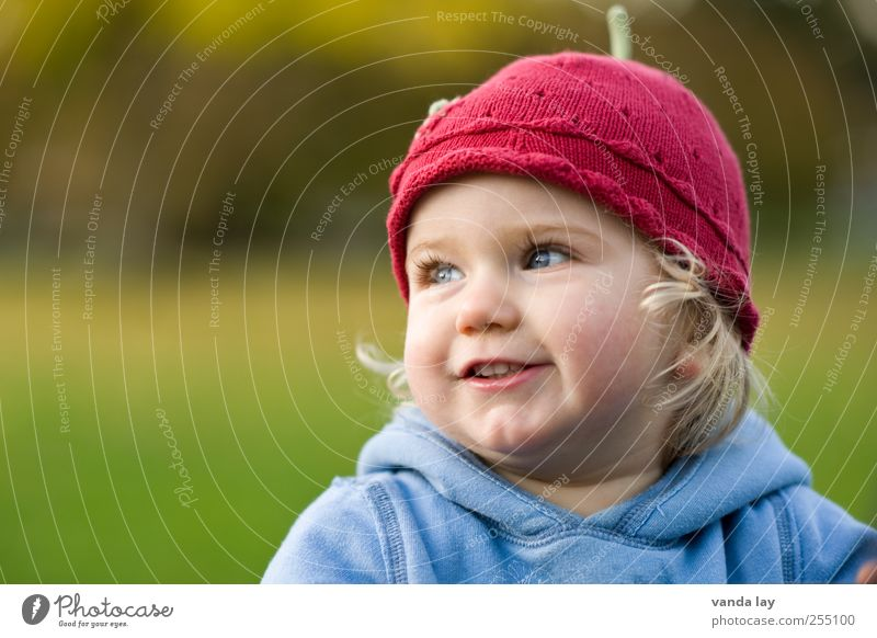 Human being Beautiful Girl Face Life Infancy Contentment Blonde Happiness Toddler Smiling Cap Joie de vivre (Vitality) Safety (feeling of) Eyelash Optimism