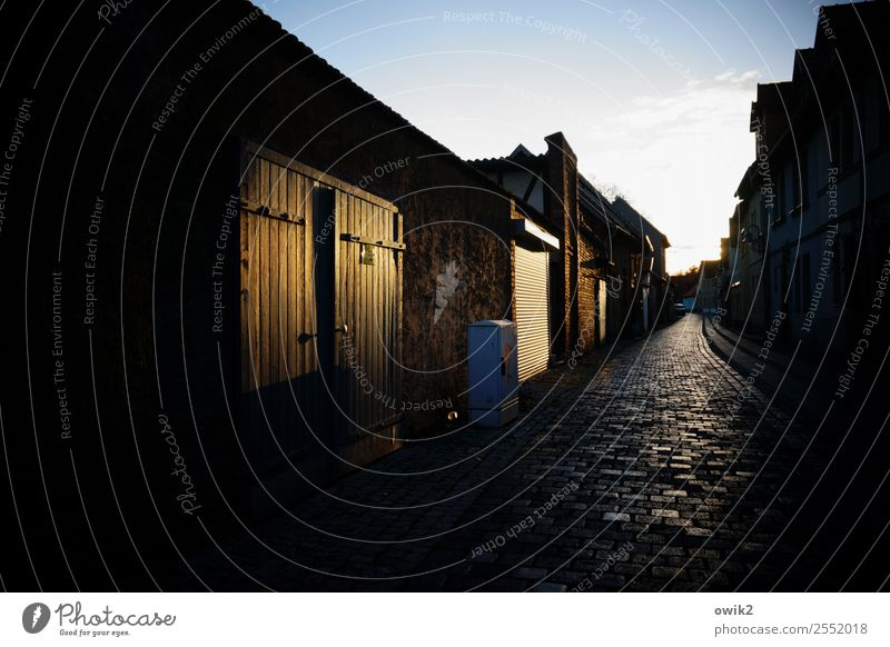 Dark lane Sangerhausen Germany Saxony-Anhalt Small Town Downtown Old town Populated House (Residential Structure) Wall (barrier) Wall (building) Facade Door