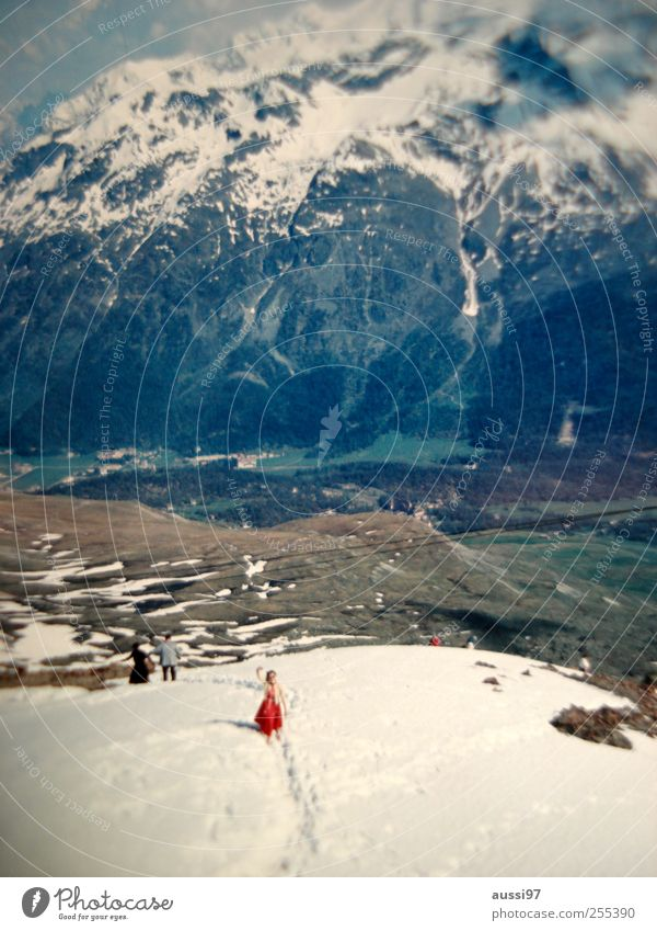 Woman Vacation & Travel Snow Mountain Retro Alps Lady Wave Romp Snowball fight