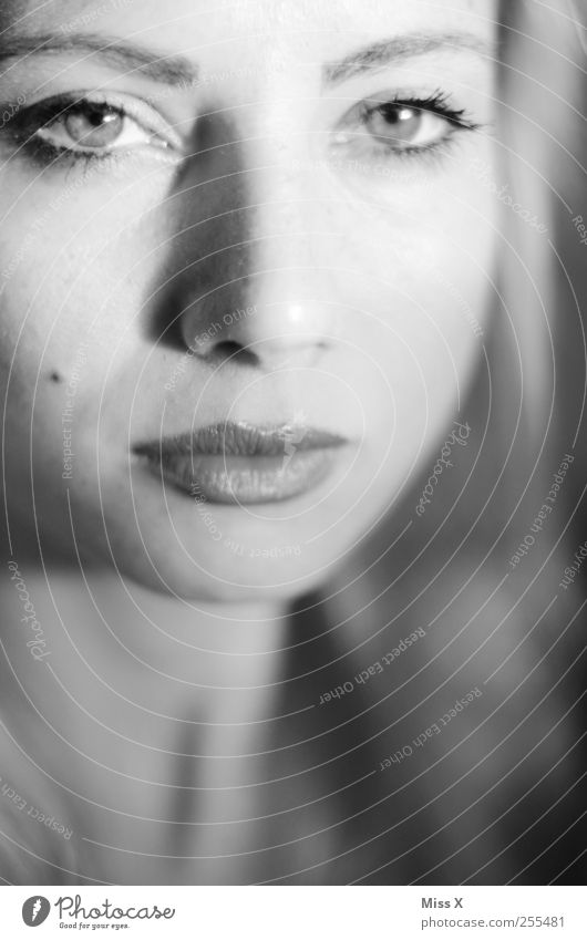 depth Human being Feminine Young woman Youth (Young adults) Woman Adults Face Mouth 1 Beautiful Looking Black & white photo Close-up Shallow depth of field