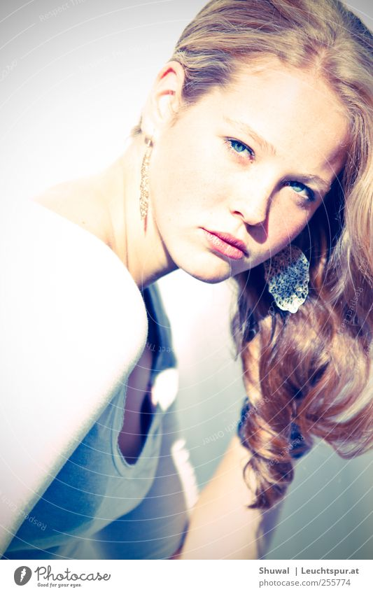 passe, passe, passera, la dernière restera Elegant Style Beautiful Feminine Young woman Youth (Young adults) 1 Human being 18 - 30 years Adults Accessory