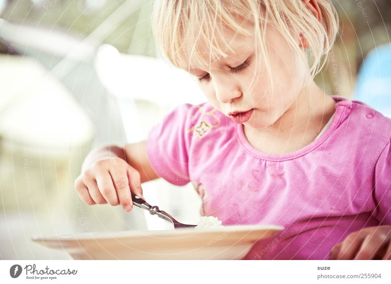 there's rice Food Nutrition Lunch Plate Spoon Joy Leisure and hobbies Vacation & Travel Summer vacation Table Human being Child Toddler Girl Infancy 1