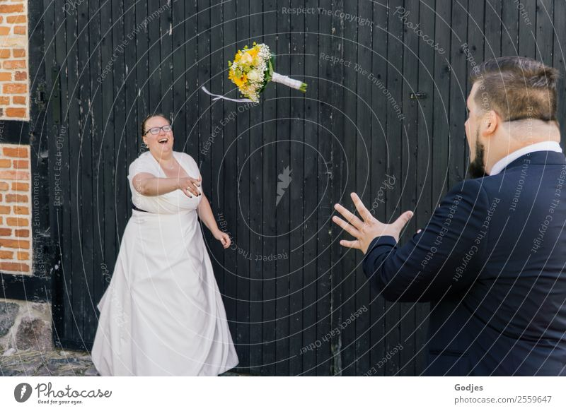 Bride throws bouquet to husband II Young woman Youth (Young adults) Young man Woman Adults Man Couple Partner 2 Human being 18 - 30 years 30 - 45 years Flower
