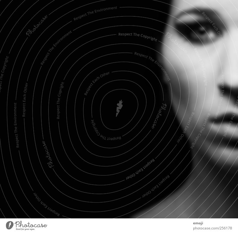 Cleopatra Feminine Androgynous Young woman Youth (Young adults) Face 1 Human being 18 - 30 years Adults Dark Creepy Rebellious Black Black & white photo