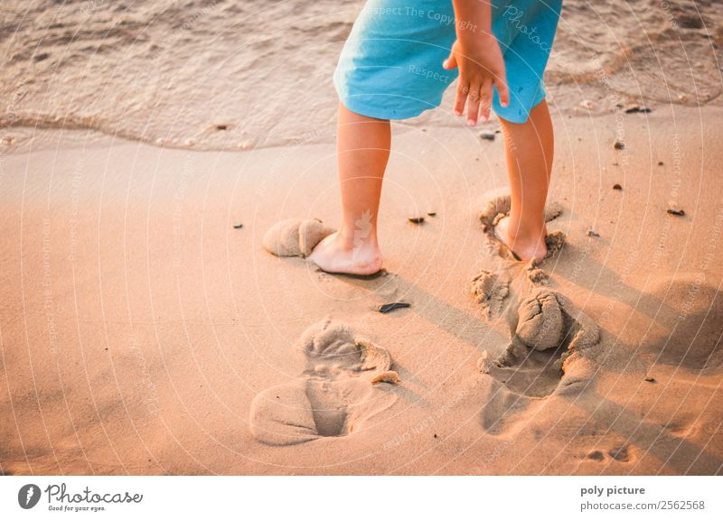 Child makes tracks in the beach sand Leisure and hobbies Playing Vacation & Travel Tourism Summer vacation Toddler Boy (child) Infancy Life Legs Feet