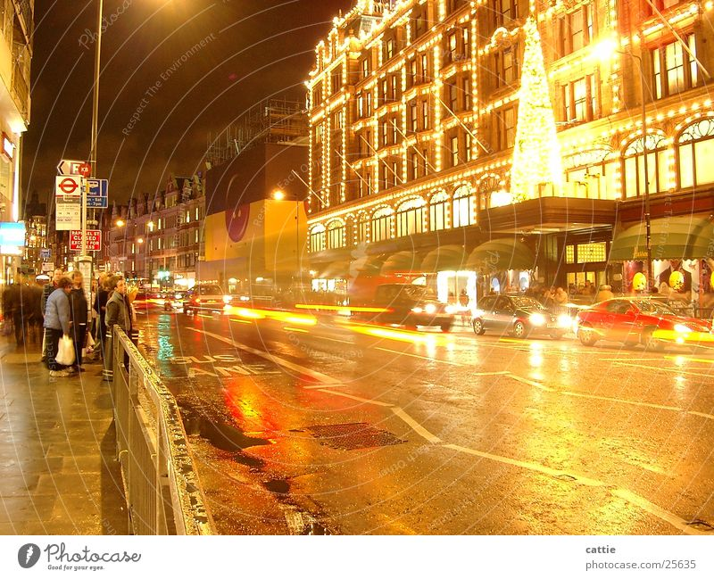 waiting@night Harrods Night Transport Illuminate Festive Adorned Wet Cold Night shot Long exposure London Vehicle Fresh Means of transport Wait Road traffic