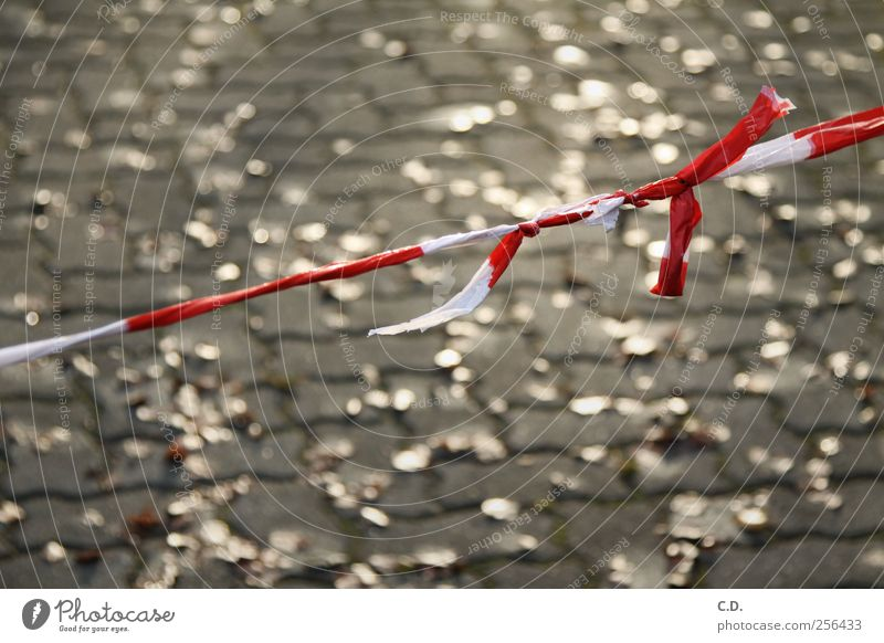 White Red Leaf Stone Gold Closed Signs and labeling Plastic String Barrier Knot