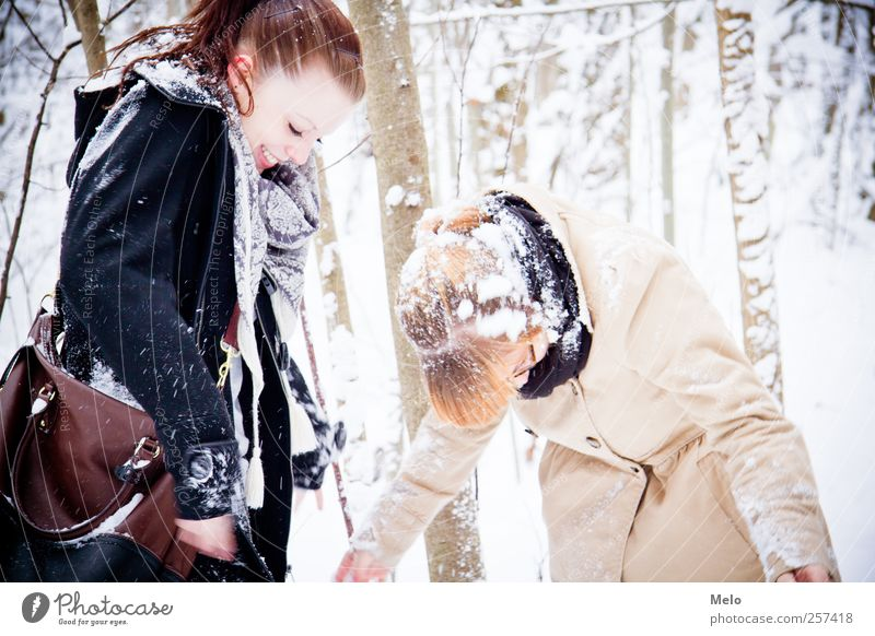 Human being Nature Youth (Young adults) Winter Adults Forest Feminine Snow Freedom Laughter Funny Friendship Leisure and hobbies Happiness 18 - 30 years