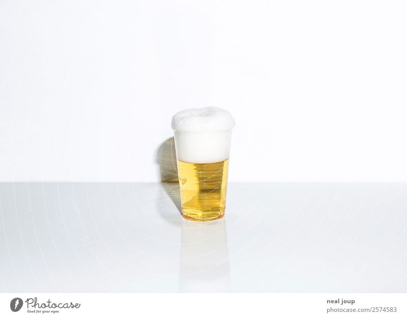 Longdrink -II- Beverage Beer Plastic cup Elegant Bar Cocktail bar Drinking Feasts & Celebrations Simple Fluid Fresh Cheap Bright Cold Yellow White Loneliness