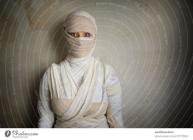 woman wrapped in bandages Leisure and hobbies Feasts & Celebrations Carnival Hallowe'en Human being Feminine Young woman Youth (Young adults) Woman Adults 1