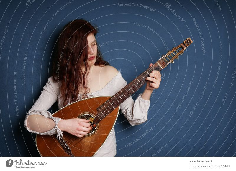 The lutenist Lifestyle Leisure and hobbies Entertainment Music Human being Feminine Young woman Youth (Young adults) Woman Adults 1 18 - 30 years Musician Retro