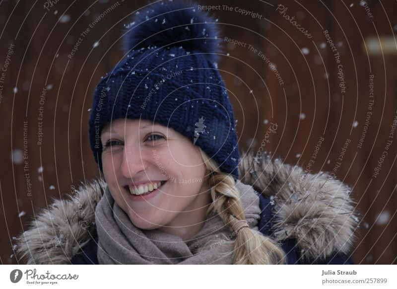 snowflakes Human being Young woman Youth (Young adults) Adults Face 1 18 - 30 years Winter Snow Snowfall Laughter Blonde Elegant Happiness Happy Natural