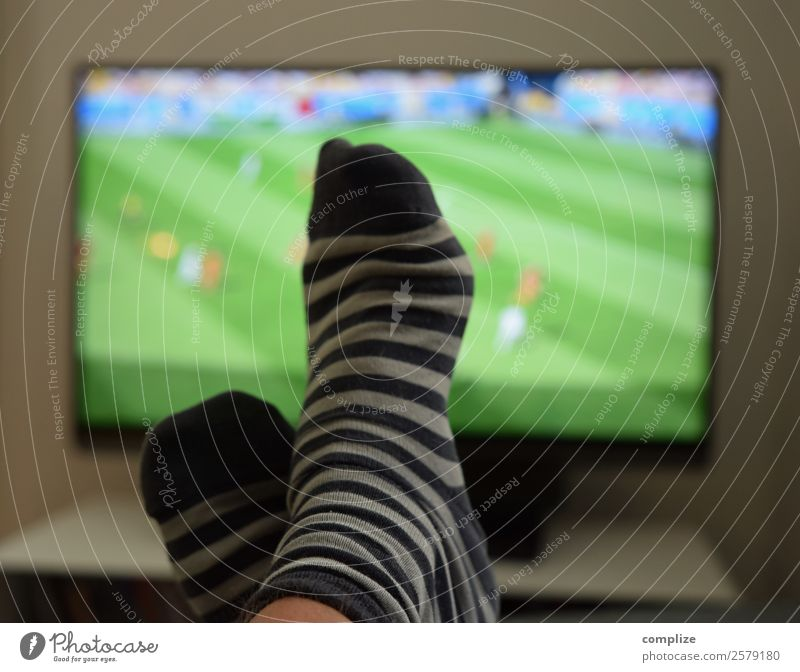 Football EM-2020 Lifestyle Joy Leisure and hobbies Living or residing Flat (apartment) Interior design Room Living room Sports Ball sports Sports team Audience