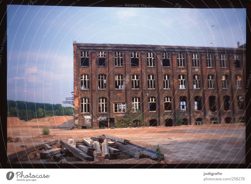 Old House (Residential Structure) Dark Building Broken Change Transience Manmade structures Factory Historic Decline Ruin Industrial plant Hannover Factory hall Apocalyptic sentiment