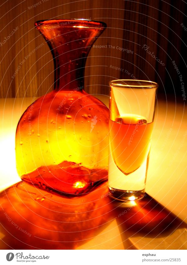 orange object Red Yellow Light Decanter Beverage Style Things Visual spectacle Bar Night life Alcoholic drinks Orange Lighting Shadow Glass Foyer Colour