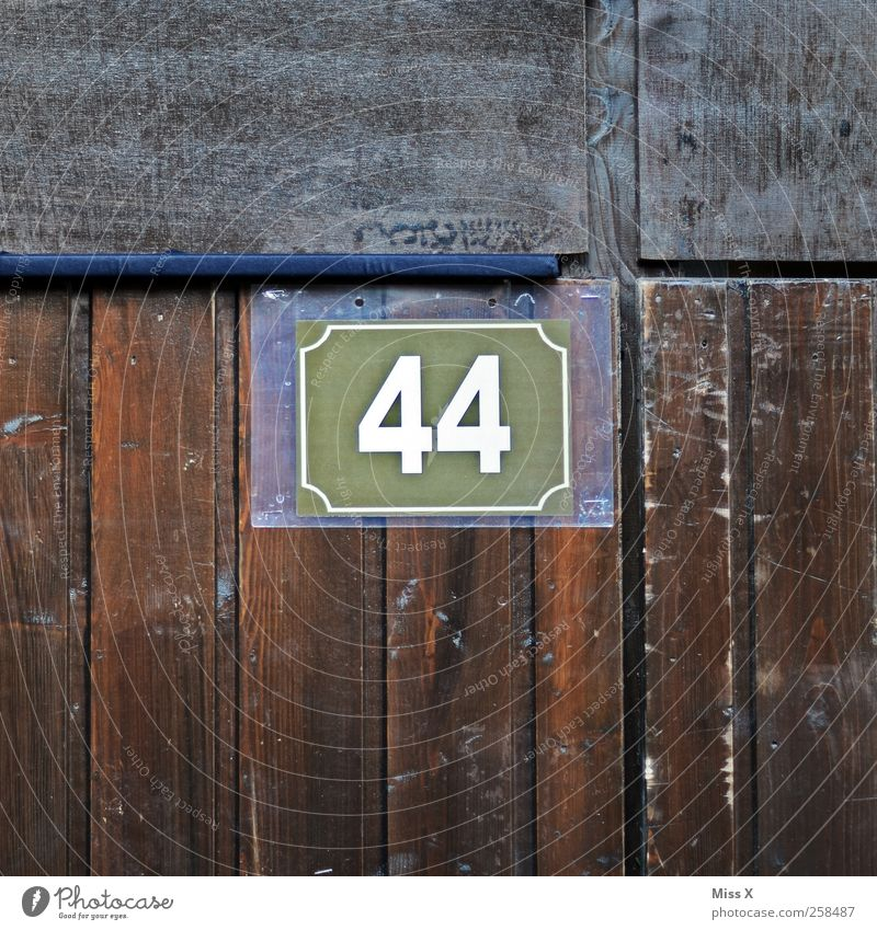 44 Wall (barrier) Wall (building) Door Digits and numbers Brown 40 House number Wooden wall Wooden board Colour photo Subdued colour Close-up Detail Pattern
