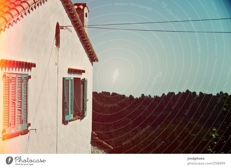 Sky Vacation & Travel Summer Calm House (Residential Structure) Forest Window Wall (building) Garden Wall (barrier) Contentment Flat (apartment) Electricity Cable Living or residing Vantage point