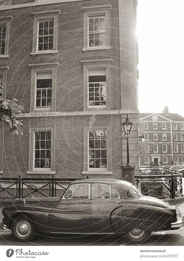 London 1952 Vintage car Europe Car Architecture