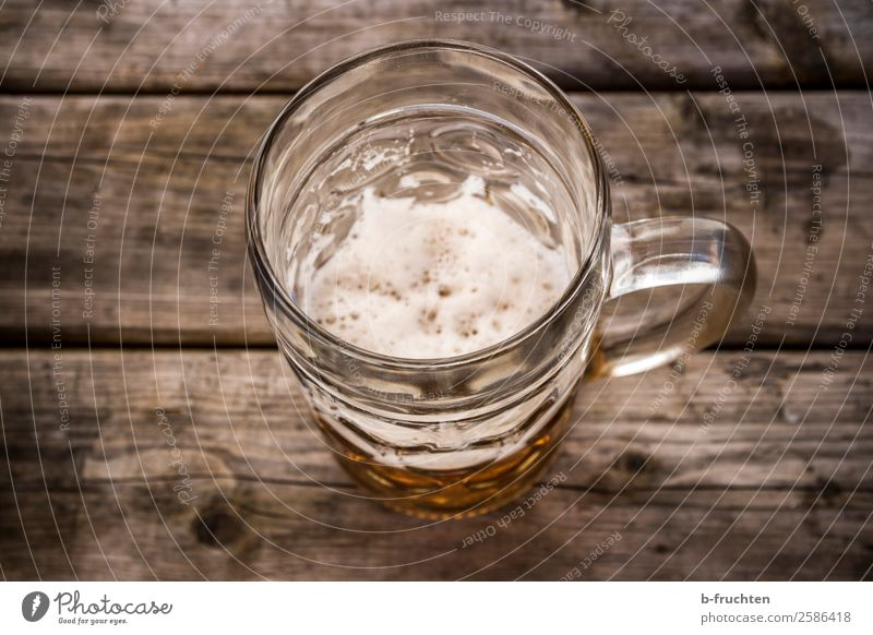 A measure of beer Beverage Drinking Beer Glass Intoxicant Alcoholic drinks Feasts & Celebrations Oktoberfest Wood Utilize Wait Authentic Disgust Gloomy