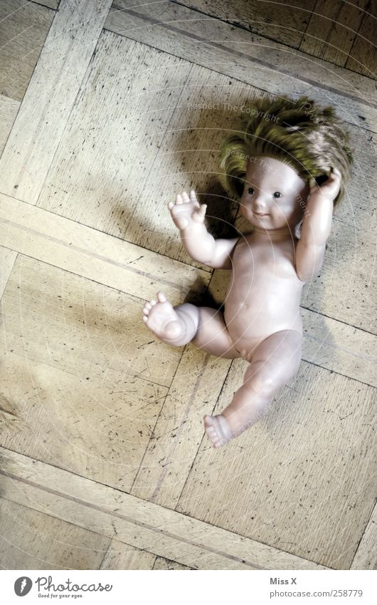 Old Playing Lie Broken Floor covering Smiling Creepy Sudden fall Trashy Doll Children's game