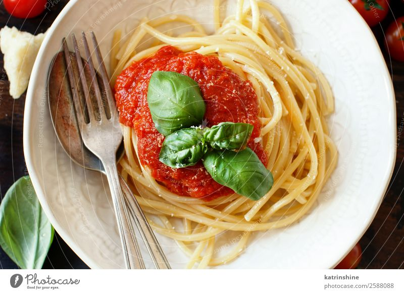 Spaghetti pasta with tomato sauce, basil and cheese Green Red Dish Leaf Dark Wood Brown Nutrition Fresh Cooking Herbs and spices Vegetable Tradition Restaurant