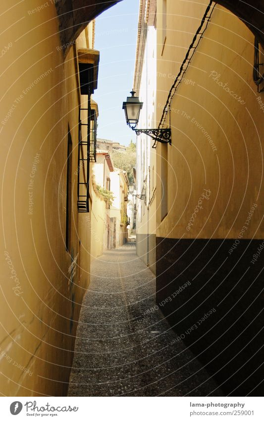 City Sun Vacation & Travel House (Residential Structure) Wall (building) Lanes & trails Wall (barrier) Gloomy Street lighting Spain Narrow Downtown Backyard