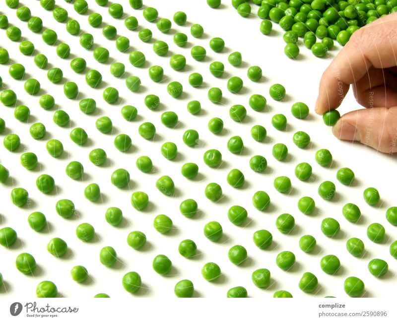 Pea Counter II Human being Hand Thrifty Accuracy Testing & Control Meticulous Symbols and metaphors Peas 1 Person Landscape format in a row Compulsion
