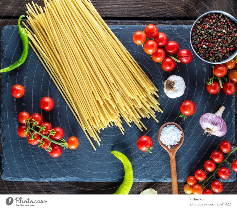 pasta spaghetti on black background Vegetable Dough Baked goods Herbs and spices Vegetarian diet Spoon Table Kitchen Wood Line Eating Fresh Large Long Above