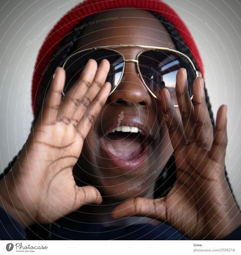 gloria Feminine Girl Hand 1 Human being Sunglasses Cap Scream Happiness Joy Joie de vivre (Vitality) Self-confident Cool (slang) Willpower Determination Passion