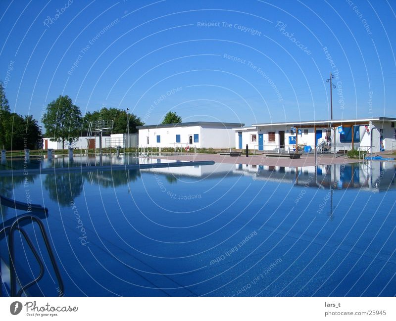Leisure and hobbies Blue sky Open-air swimming pool Swimming pool