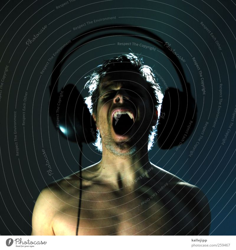 shout, shout, let it all out Human being Masculine Man Adults Head Face Ear 1 30 - 45 years Art Artist Music Listen to music Singer Radio (broadcasting)
