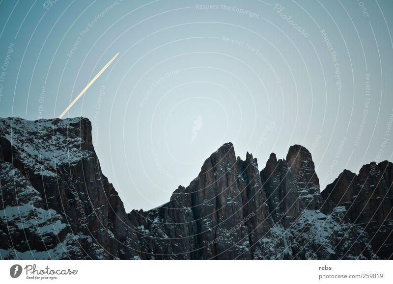 Über dem Berg Sky Nature Blue White Winter Far-off places Snow Mountain Gray Stone Air Rock Airplane Aviation Climbing Alps