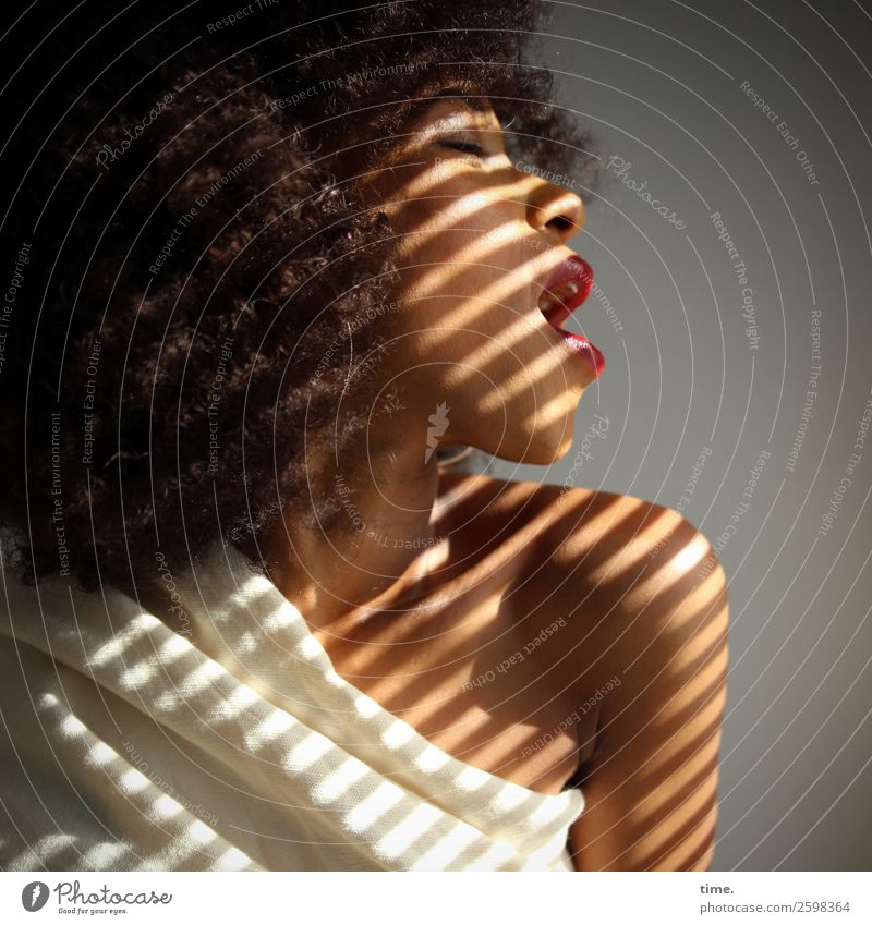 Lilian Feminine Woman Adults 1 Human being Art Artist Singer Cloth Brunette Long-haired Curl Dream Esthetic Authentic Beautiful Joie de vivre (Vitality)