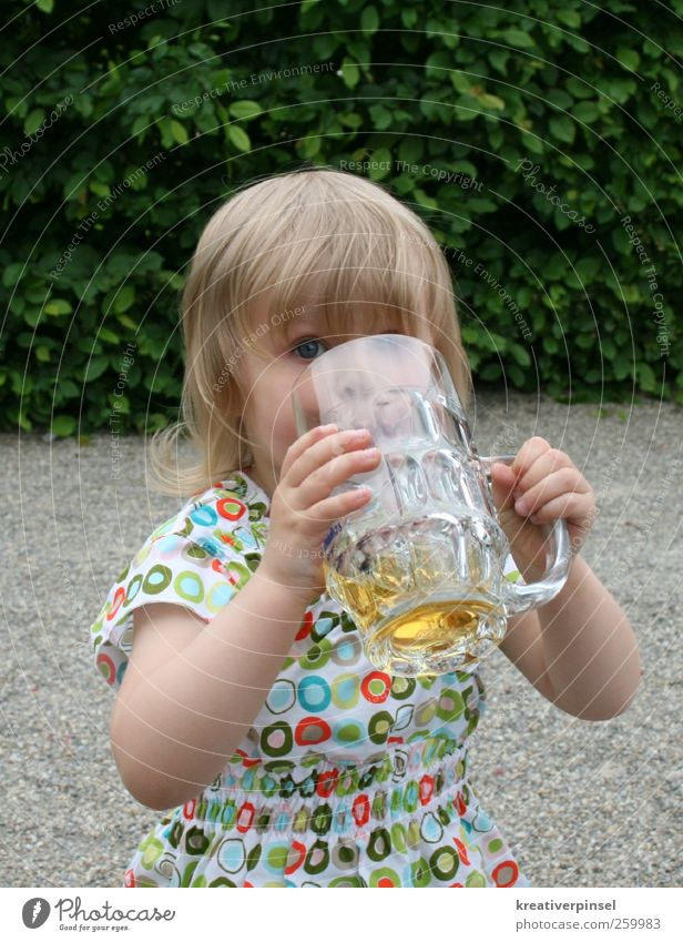 🍻Prost Beverage Lemonade Beer Glass Alcoholic drinks Trip Drinking Human being Child Head Hair and hairstyles Face Eyes Arm Hand Fingers 1 1 - 3 years Toddler