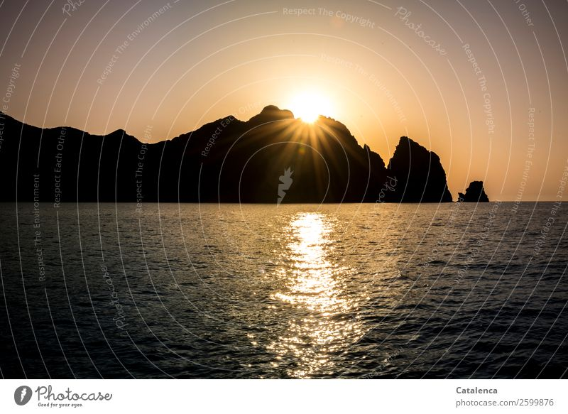 Sundowner Bedtime sweet. Trip Summer Summer vacation Ocean Waves Sailing Nature Elements Water Cloudless sky Horizon Beautiful weather Rock Coast