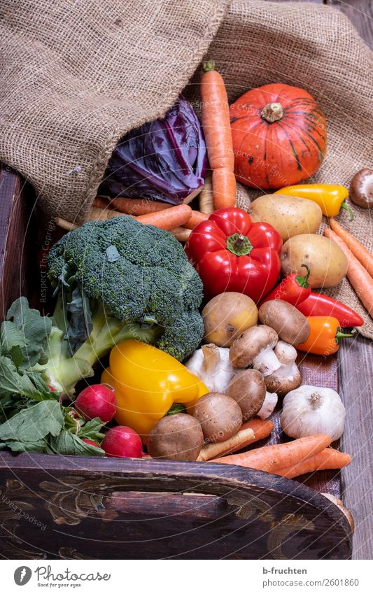 harvest-fresh vegetables Food Vegetable Lettuce Salad Nutrition Organic produce Vegetarian diet Healthy Eating Select Fresh Versatile Jute sack Wooden box