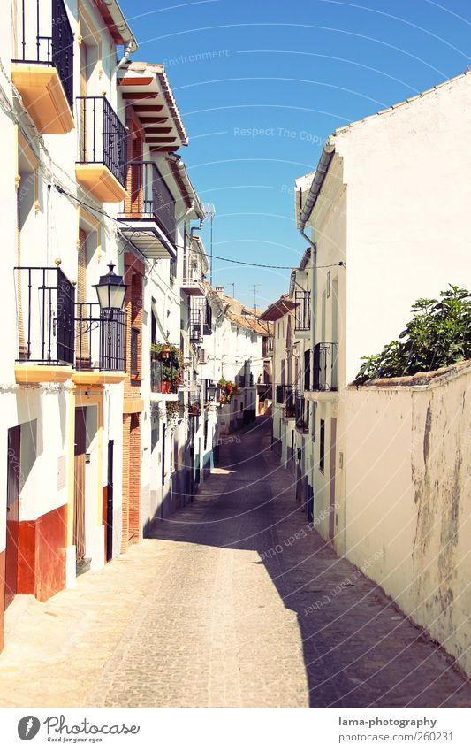 White Vacation & Travel House (Residential Structure) Street Wall (building) Lanes & trails Warmth Wall (barrier) Facade Tourism Hot Village Balcony Spain Downtown Alley