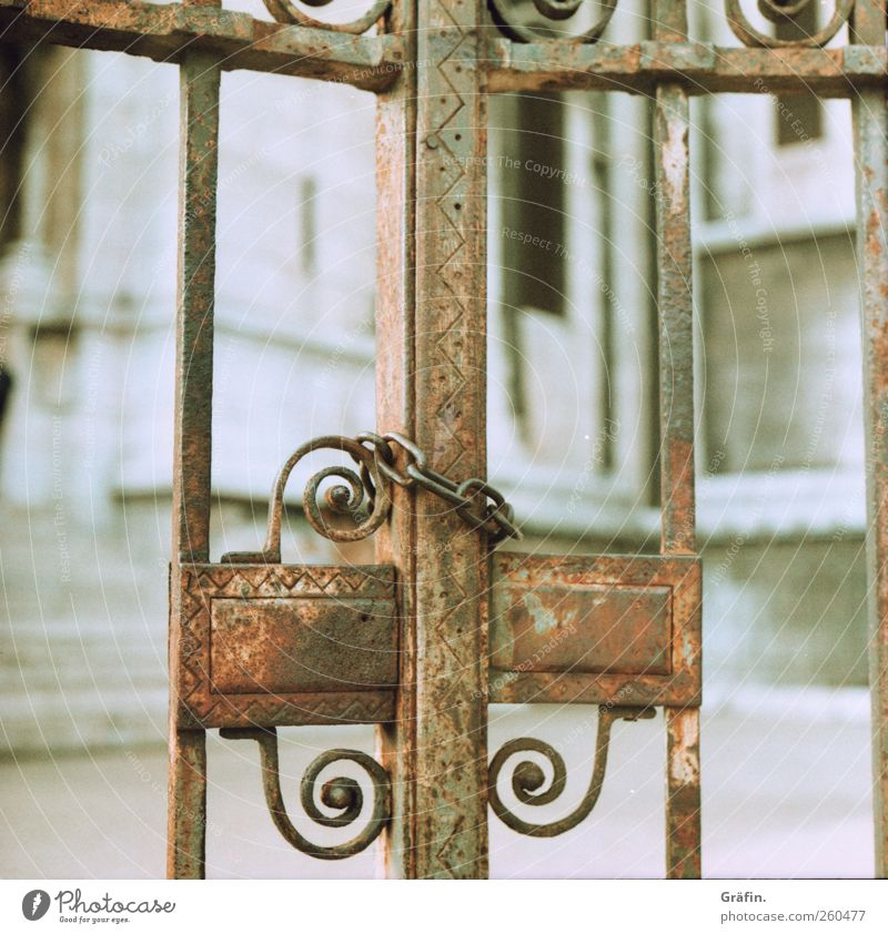 Old White Metal Brown Closed Authentic Decoration Safety Protection Gate Rust Lock Chain Iron Bans Secrecy