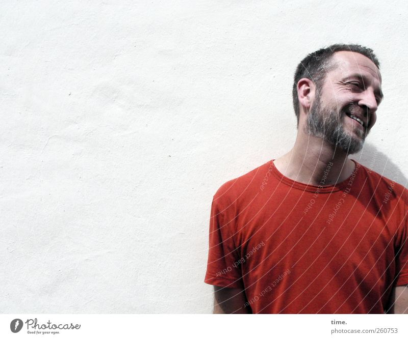 Human being Man White Red Adults Wall (building) Wall (barrier) Masculine T-shirt Smiling Facial hair 30 - 45 years Exuberance Beard hair Short haircut