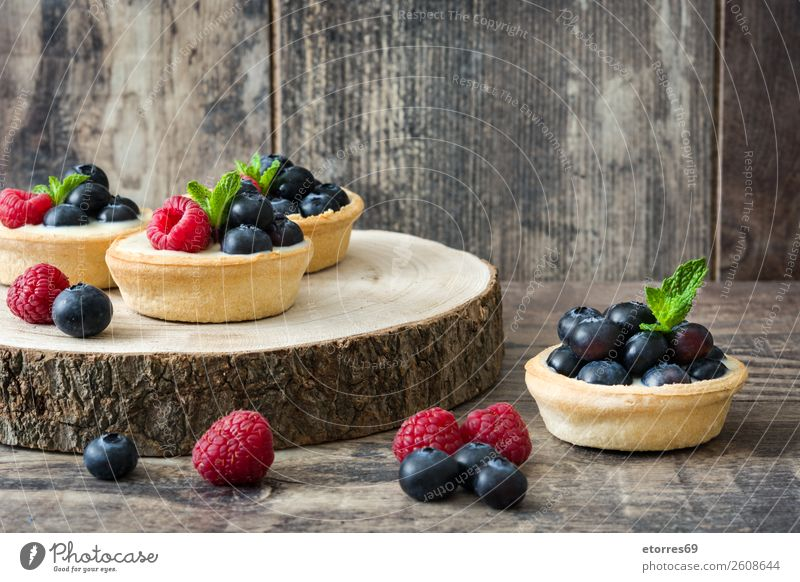 Delicious tartlets with raspberries and blueberries Tartlet Blueberry Raspberry Fruit Dessert Food Healthy Eating Food photograph Dish Cream custard Snack