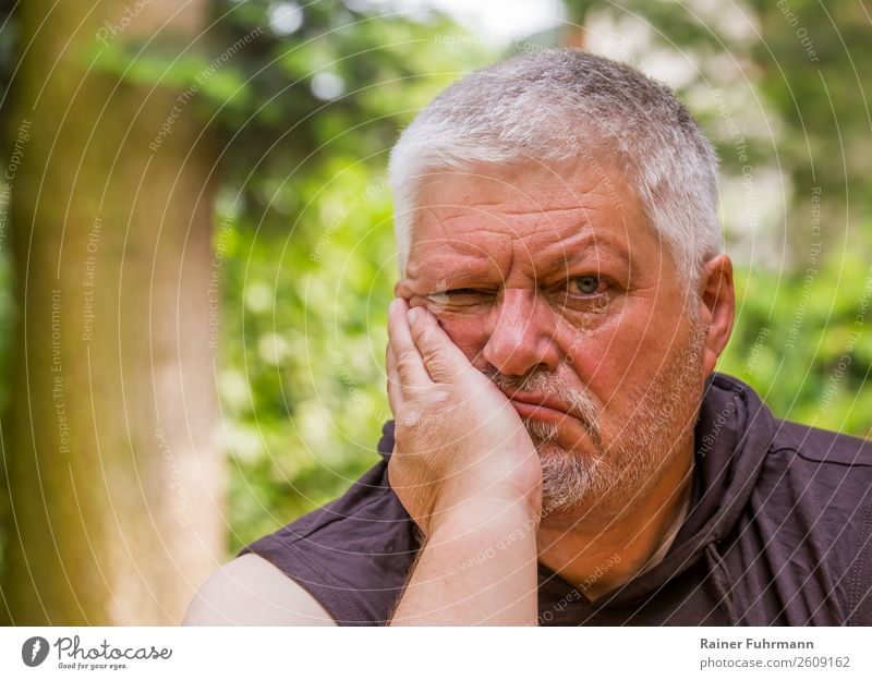 Portrait of a man with a bad look Garden Human being Masculine Man Adults Male senior Head 1 60 years and older Senior citizen Old Breathe Sit Sadness