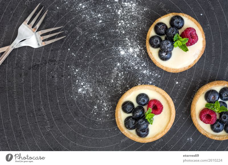Delicious tartlets with raspberries and blueberries Healthy Eating Summer Red Food photograph Dish Fruit Nutrition Sweet Cake Baked goods Dessert Cream