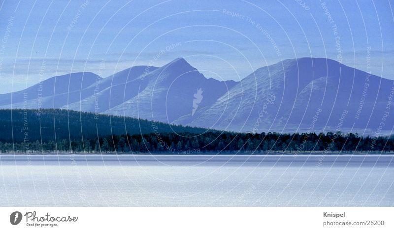 Mountain range in Norway Panorama (View) Winter Calm Lake Snow Ice Large Panorama (Format)