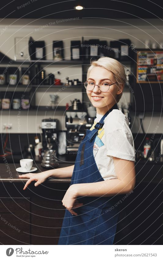 smiling Barista at the coffee shop Lunch Coffee Plate Lifestyle Leisure and hobbies Parenting Education Work and employment Profession Human being Feminine 1