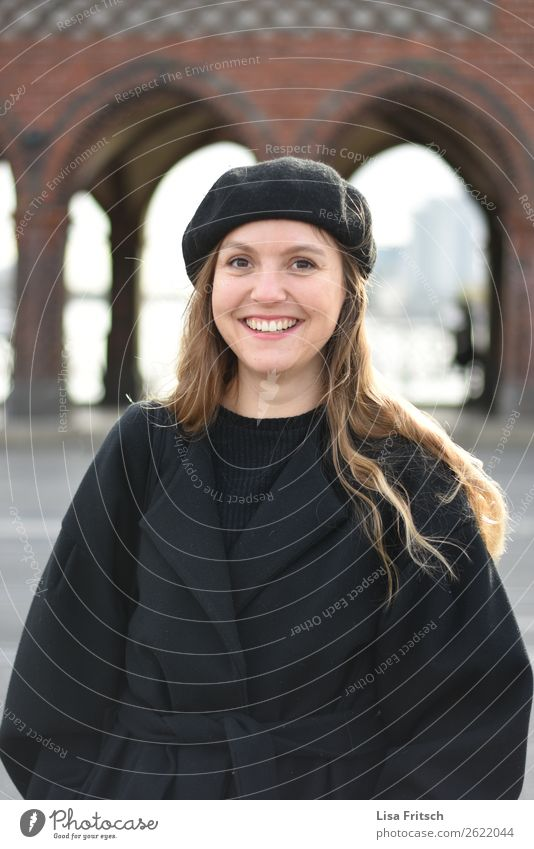 Woman, svhwarzer coat, beret Beautiful Vacation & Travel Tourism Sightseeing Feminine Adults 1 Human being 18 - 30 years Youth (Young adults) Berlin Bridge