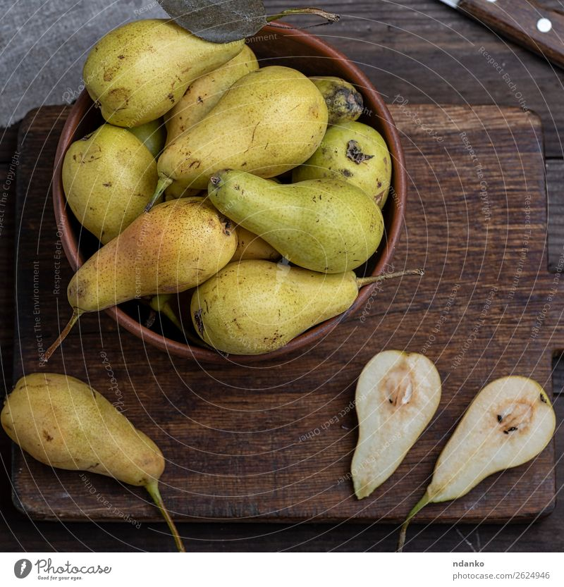 ripe green pears Fruit Nutrition Vegetarian diet Diet Bowl Table Wood Old Fresh Delicious Natural Above Yellow Green Pear Rustic food healthy sweet Organic Raw
